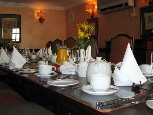 networking breakfast table